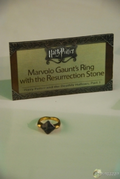 ""\""""Harry Potter"""" Props at Comic-Con""400|597|?|en|2|64601335e160eeb08f6ed6ca9aadf49b|False|UNSURE|0.2882947027683258