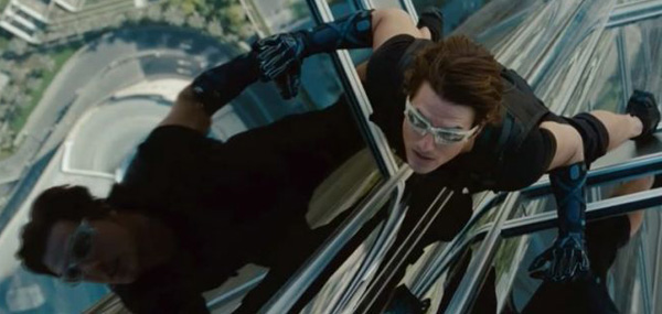 Tom Cruise buildong window short mission impossible ghost protocol 600x285