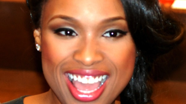 """Jennifer Hudson Signs """"Jennifer Hudson I Got This: How I Changed My Ways and Lost What Weighed Me Down"""" at Barnes and Noble in Chicago - January 17, 2012"""